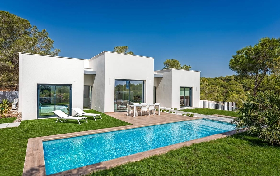 villa for sale in las colinas