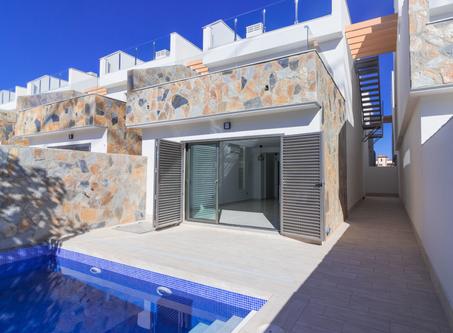 Los Alcazares Luxury Villa – 400m from the Beach