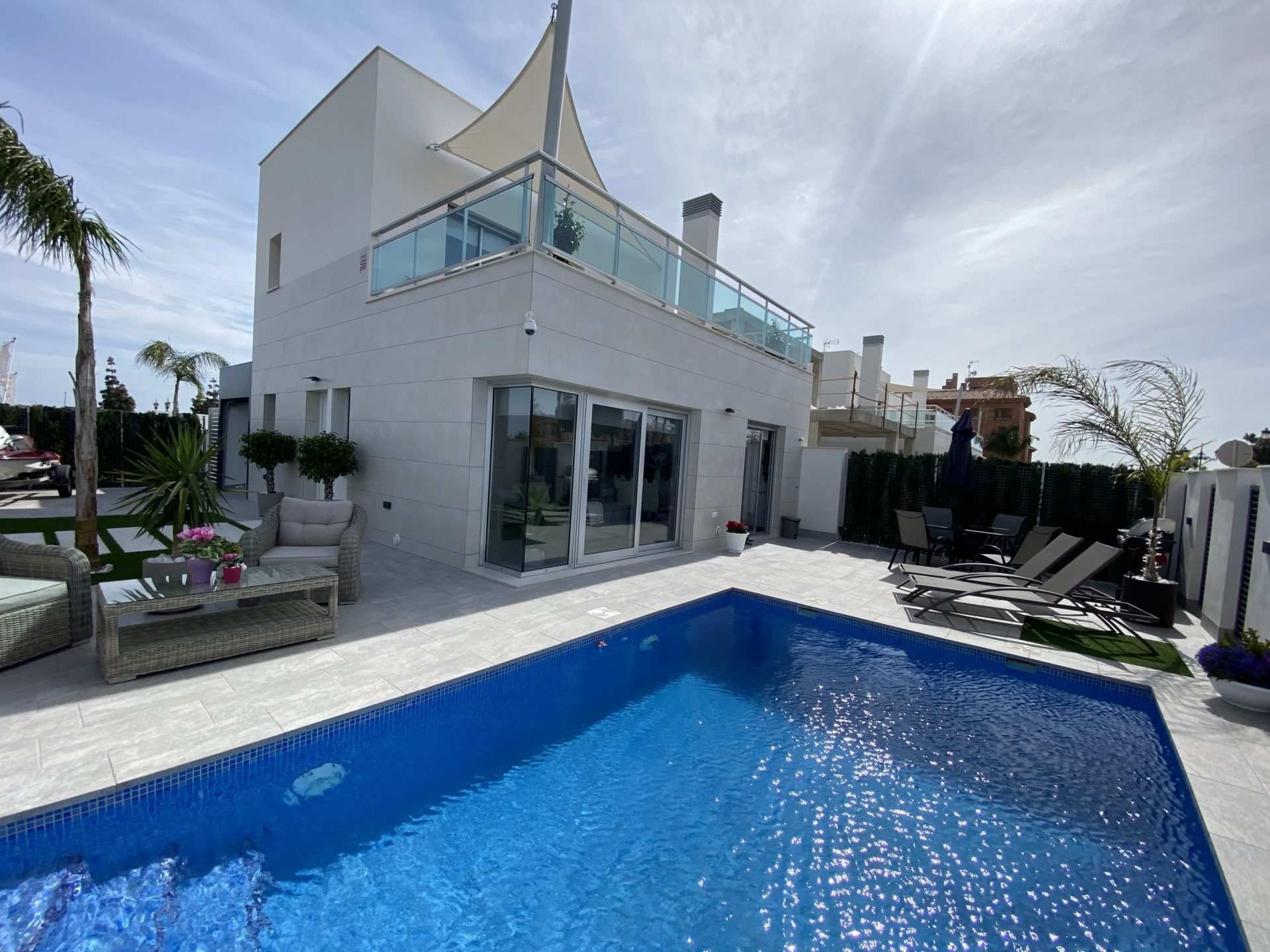 Stunning  3 Bedroom 3 Bathroom Detached Villa Fully Furnished
