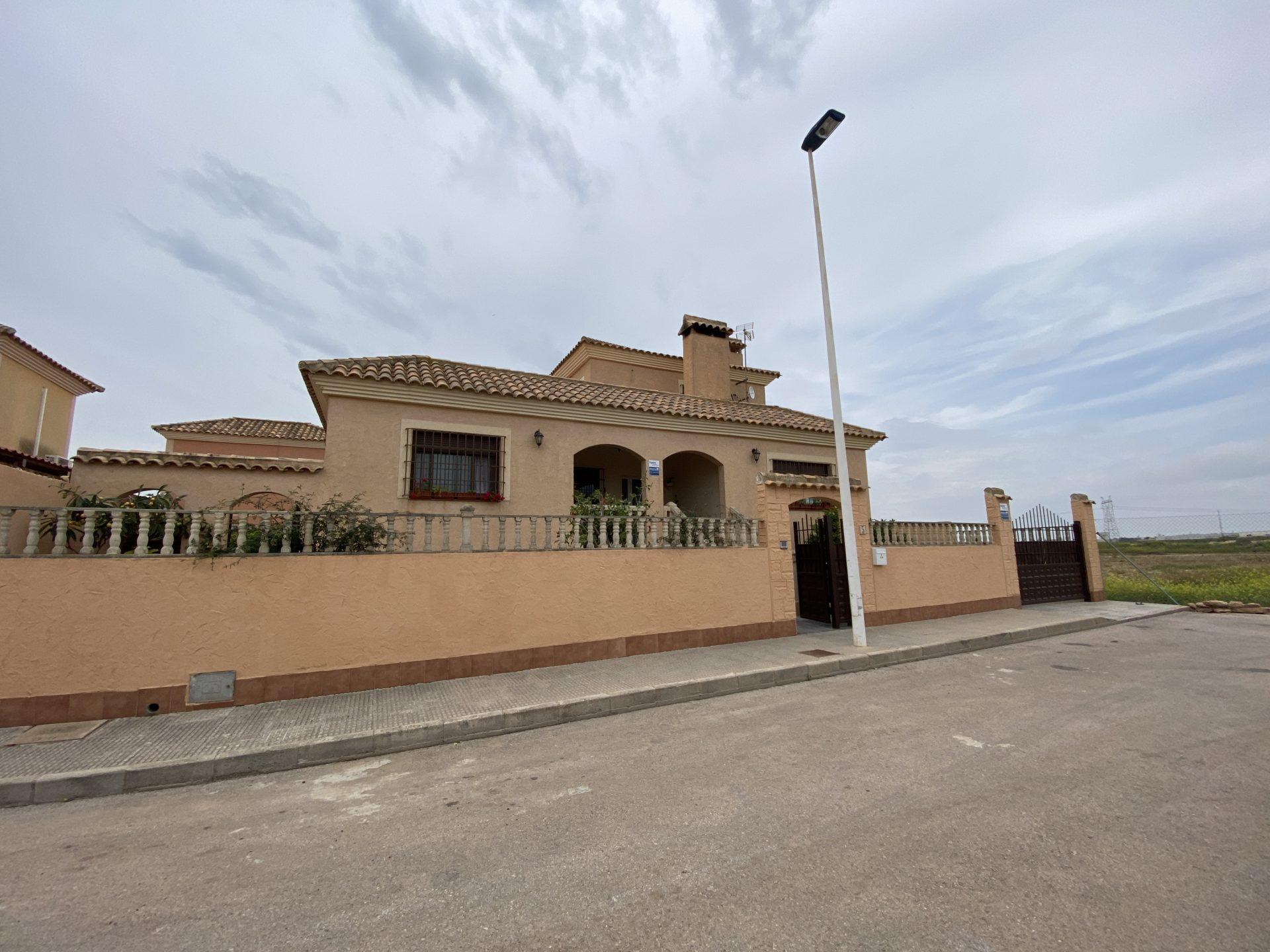 4 Bedroom detached Villa in Los Alcazares 6